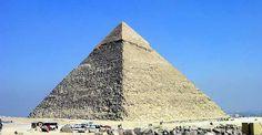 La piramide de Kefrén tiene mas de 4500 años. Es considerada una de las 7 maravillas del mundo y una de las esctructuras mas antiguas creada por el hombre.