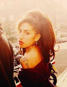 The most intriguing people seem to leave us too soon YASSSSSS Amy! The most intriguing people seem to leave us too soon Amy Jade Winehouse, Amy Winehouse Style, Jazz, Beautiful Voice, Beautiful People, Divas, Amazing Amy, Hair, Classic Rock