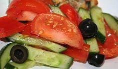 Barevný řecký zeleninový salát Caprese Salad, Tuna, Fish, Meat, Chicken, Ethnic Recipes, Pisces, Insalata Caprese, Cubs