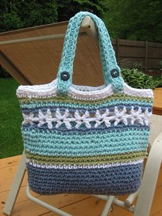 Ravelry: Beachside Bag pattern by Deborah Devlin  Isn't this a pretty tote for the beach or anywhere really!  Get your pattern in an instant Ravelry download!