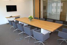 #Konferenztisch in #Eiche, Tischbeine weiß lackiert