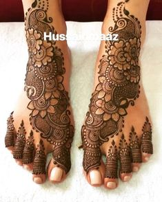 Mehndi is a favorite of every girl And the girls are very fond of henna . I have come up with a very beautiful and simple henna design . Henna Hand Designs, Mehndi Designs Finger, Legs Mehndi Design, Mehndi Designs 2018, Mehndi Design Pictures, Modern Mehndi Designs, Beautiful Henna Designs, Mehndi Designs For Hands, Dulhan Mehndi Designs