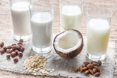 Which Non-Dairy Milk Is Right for You? If you're craving milk--without the milk--try a dairy alternative like soy, almond, or cashew. Nutrition Tracker, Nutrition Guide, Grape Nutrition, Cottage Cheese Nutrition, Vegan Whipped Cream, Vegan Substitutes, Milk Alternatives, Valeur Nutritive, Deutsch