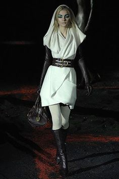 Alexander McQueen Fall 2007 Ready-to-Wear Fashion Show - Jessica Stam (IMG)