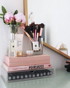 . . #makeup #beauty #love #kuwait #gm #vanity #decor #beautiful #pink #girly #makwupvanity #chanel #بنات #جمال #كويت #ميك_اب  #مكياج #repost