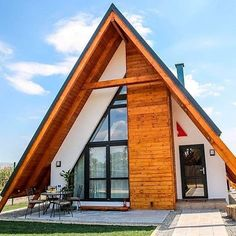 Tiny House Cabin, Tiny House Design, Cabin Homes, Log Homes, A Frame House Plans, Barn House Plans, Triangle House, Prefab Cabins, House Layouts