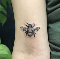 BEE Tattoo // @_____tukoi_____ on Instagram