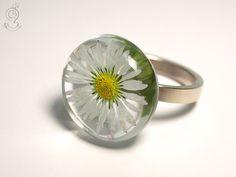 Blütenschmuck - Gänseblümchen – Zarter Blüten-Ring aus Gießharz - ein…