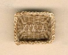 Miniature basket tutorials (not in English but lots of photos)