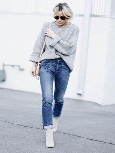 """Quando é lançada uma novidade, surge a duvida: Como usar """"bota branca"""" nos meus looks?! E hoje vou te mostrar como!"""