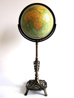 Vintage Globe for the map/office room! Antique Vintage World Globe Art Deco Victorian Post WWII Globes Terrestres, World Globes, Art Globe, Globe Decor, Globe Vintage, Vintage Antiques, Vintage Items, Art Nouveau, Art Deco