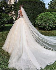 "5,307 Gostos, 21 Comentários - Wedding Dress Lookbook (@weddingdresslookbook) no Instagram: ""Yes or No? Follow luxury Lingerie brand @prettylingeriie @prettylingeriie @prettylingeriie"""