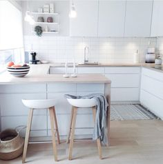 """2,970 Me gusta, 19 comentarios - Immy + Indi (@immyandindi) en Instagram: """"One of my favourite Nordic kitchens from the home of @frukleppa    Barstools by Hay Design, House…"""""""