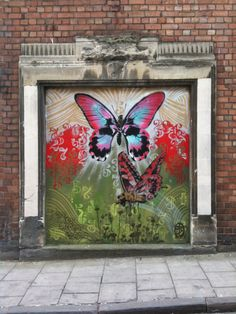 Butterflies in Bristol.Nick Walker painted this beautiful butterfly mural