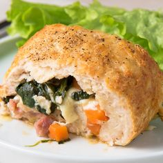 Arrollado de Pollo Relleno This Stuffed Chicken Roll will become your new favorite food. Don't say we don't let you know! Meat Recipes, Mexican Food Recipes, Chicken Recipes, Cooking Recipes, Healthy Recipes, Good Food, Yummy Food, Tasty, Food Videos
