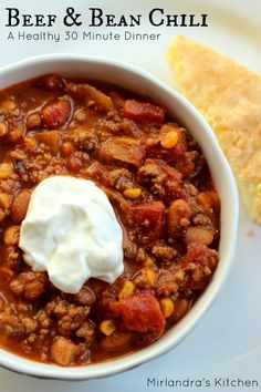 This Beef and Bean Chili is hearty and satisfying even for the most dedicated carnivore. Fresh corn adds a special flavor. Ready in 30 minutes. Chili Recipes, Soup Recipes, Dinner Recipes, Cooking Recipes, Healthy Recipes, Dinner Ideas, Easy Recipes, Cornbread Recipes, Cooking Ideas