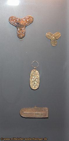 Viking museum Haithabu - Beautiful silver pendant showing the nine worlds as part of one tree Viking Jewelry, Ancient Jewelry, Old Jewelry, Modern Jewelry, Antique Jewelry, Viking People, Norse People, Viking House, Viking Age