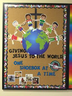 Christmas Child Shoebox Ideas, Operation Christmas Child Shoebox, Christmas Gifts To Make, Christmas Projects, Kids Christmas, Operation Shoebox, Samaritan's Purse, Trunk Or Treat, Bible For Kids