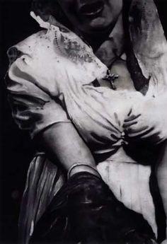 """""""Untitled (woman with dark cloth)"""" (2004): Johannes Kahrs Bilder beeindrucken..."""