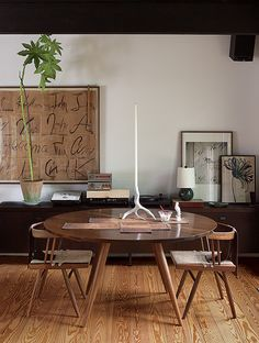Stunning Cool Tips: Minimalist Kitchen Table Apartment Therapy rustic minimalist home window.Minimalist Decor Diy Cleanses minimalist home exterior design.Minimalist Home With Children Modern. Minimalist Interior, Minimalist Bedroom, Minimalist Decor, Minimalist Kitchen, Minimalist Living, Modern Minimalist, Interior Minimalista, Table And Chairs, A Table