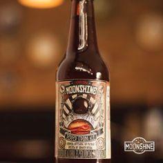¿Aburrido de tomar siempre la misma cerveza?  #Moonshine #piensaindependiente #tomaartesanal #cervezabogotana #cervezasmoonshine #cervezacolombiana #craftbeer #bogota