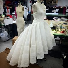 Zac Posen gown atelier process. Can kind of see the skirt foundation to keep it's shape without petticoats.