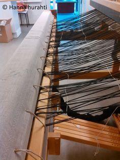 Hanna hurahti: Loimen laitto kangaspuihin. Hyvä ohje! Weaving, Stairs, Rag Rugs, Wood, Crafts, Home Decor, Stairway, Manualidades, Decoration Home