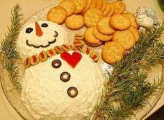 christmas snacks Snowman Cheese Ball perfect for Christmas Christmas Entertaining, Christmas Party Food, Xmas Food, Christmas Appetizers, Christmas Cooking, Christmas Goodies, Christmas Desserts, Holiday Treats, Christmas Treats