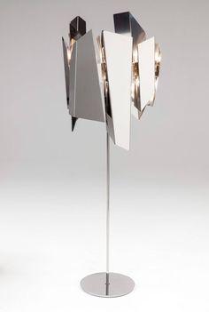 Wright realizzata da Nahoor, lampada da terra con finitura in cromo lucido