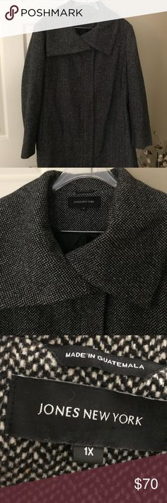 Size 1X Jones New York Gray wool winter coat Size 1X Jones New York Gray wool polyester blend winter coat. Lined. Super warm. Pockets. Zips and snaps to keep the warmth in. Fashionable collar. Excellent used condition. Love this coat but lost weight so too big now. Only warn one winter season. Jones New York Jackets & Coats