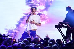 One Direction Conspiracy Theorists Are Pretty Sure Louis Tomlinson Is Married
