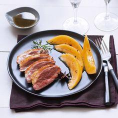 Magret de canard aux épices et melon caramélisé Salty Foods, Grill Pan, Sausage, Steak, Grilling, Healthy Recipes, Healthy Food, Favorite Recipes