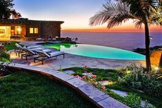 Infinity pool overlooking the ocean.
