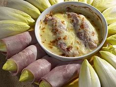 Belgian endive rolls with ham and béchamel cheese sauce (use Emmental or Gruyere) in the oven is a true Belgian classic. The trick is to boil the endives a bit, squeeze water out of it before the roll, bake, otherwise cheese sauce will be watery! Bechamel Cheese Sauce, Belgian Cuisine, Belgium Food, Belgian Endive, Tasty, Yummy Food, Best Food Ever, Bon Appetit, Brunch