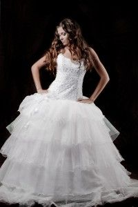 http://shadesemporium.com/blog/the-fashion-for-white-wedding-gowns-comes-from-greece/