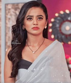 Makeup Blending, Helly Shah, Stylish Girl Images, Girls Image, Beautiful Indian Actress, Indian Actresses, People, Fan, Club