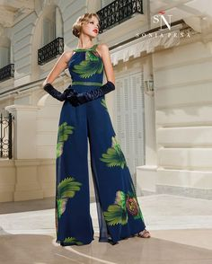 Sonia Peña - Ref. Elegante Shorts, Look Fashion, Womens Fashion, Fashion Design, Western Outfits, Elegant Outfit, Jumpsuits For Women, Beautiful Outfits, Evening Dresses