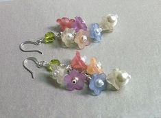 Dangle flower earrings Lucite flowers by fivepetalsandpearls, $15.00
