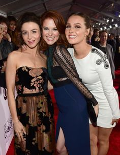 Pin for Later: 24 People's Choice Awards Moments You Didn't Catch on TV The girls of Grey's Anatomy — Caterina Scorsone, Sarah Drew, and Camilla Luddington— had a ball together on the red carpet. Pictured: Camilla Luddington and Sarah Drew