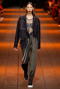 See the complete DKNY Spring 2017 Ready-to-Wear collection.