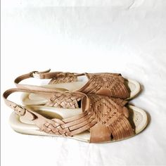 Softstyle sz. 7 leather slingback huarache sandals In pristine condition Vintage Shoes Sandals