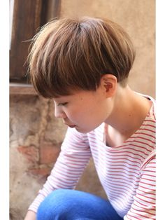 Normally short hair makes you appear much younger. But short hair does not suit every type of face. These Short bob hairstyles for different type of hair. Girl Short Hair, Short Hair Cuts, Short Hair Styles, Boy Hairstyles, Short Hairstyles For Women, Mushroom Hair, Hair In The Wind, Ash Hair, Corte Bob
