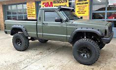 Jeep Comanche | 4/5 Bushwacker Brigade