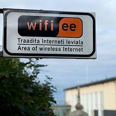 La rete realizzata da Fastweb per il Comune di Palermo è costata 200 mila euro. Si potrà navigare a costo zero per un massimo di quattro ore al giorno. Tra un anno al via la video sorveglianza allo Zen