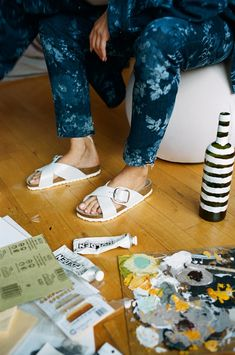 Model Maya Stepper shares an insider peek at a typical day in Brooklyn—and how she dresses the part in Birkenstocks. Williamsburg Apartment, Maya Stepper, Walk Out The Door, Painted Wine Bottles, Silk Slip, Low Key, I Love Fashion, Art School, Color Pop