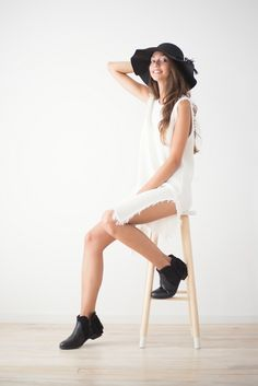 She's a lady  El otoño sienta bien, muy bien #ladylook #fashion #style #chic #moda #casuallook #dress #vestido #b&w #blackandwhite #totallook #autumn #otoño #dresscode #musthave #tendencia #trendy #outfit #look #lwd #happy #florencia #barcelona #shopping