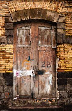 An old door in Sorrento - Campania, Italy © Gerry Walden | www.500px.com | #Italia #Kampanien #Italien