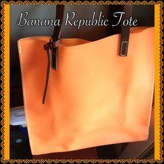 Banana republic tote handbag Banana republic handbag perfect for the beach Banana Republic Bags Totes