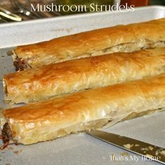 Strudels Mushroom Strudels are an easy appetizer with crispy filo dough full of a creamy mushroom mixture.Mushroom Strudels are an easy appetizer with crispy filo dough full of a creamy mushroom mixture. Phyllo Dough Recipes, Strudel Recipes, Puff Pastry Recipes, Appetizer Recipes, Vegetable Strudel Recipe, Phyllo Appetizers, Tapas, Ma Baker, Tandoori Masala