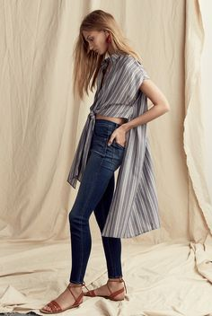 "madewell side-slit tunic shirt worn with the 10"" high-rise skinny jeans + boardwalk ankle-tie sandal. #denimmadewell"